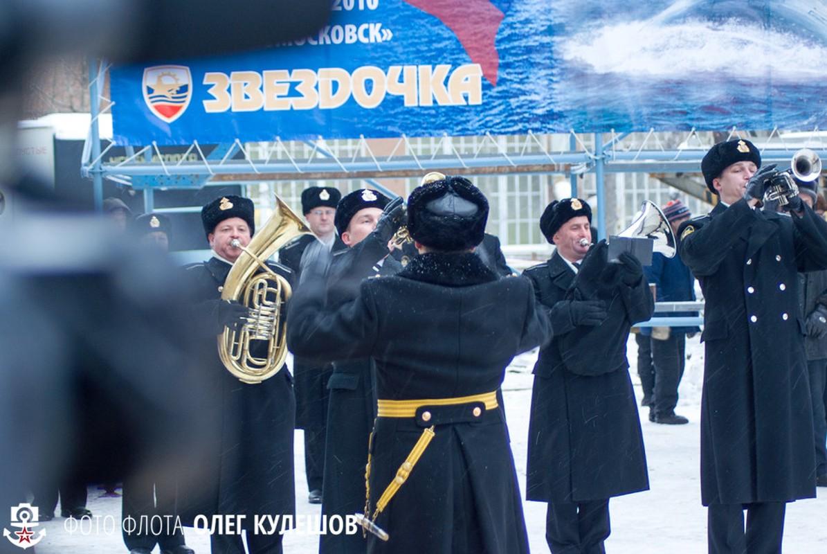 Hung vi tau ngam hat nhan Novomoskovsk ngay tai xuat-Hinh-6
