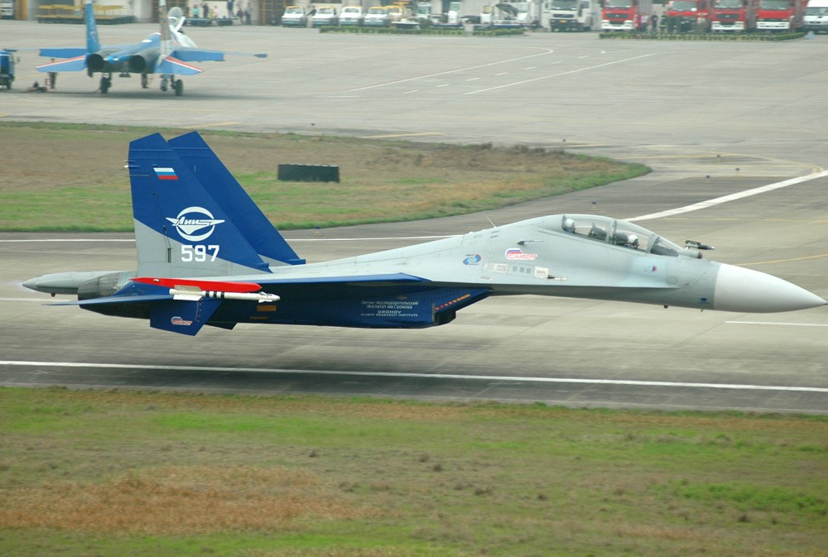 Kha nang khong chien dang cap cua tiem kich Su-30-Hinh-5