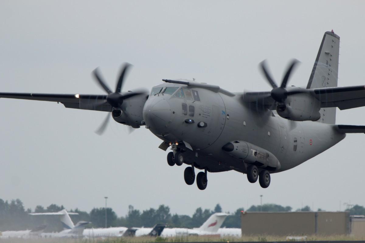 Kho mua C-130, Viet Nam co the chon may bay C-27J?-Hinh-7