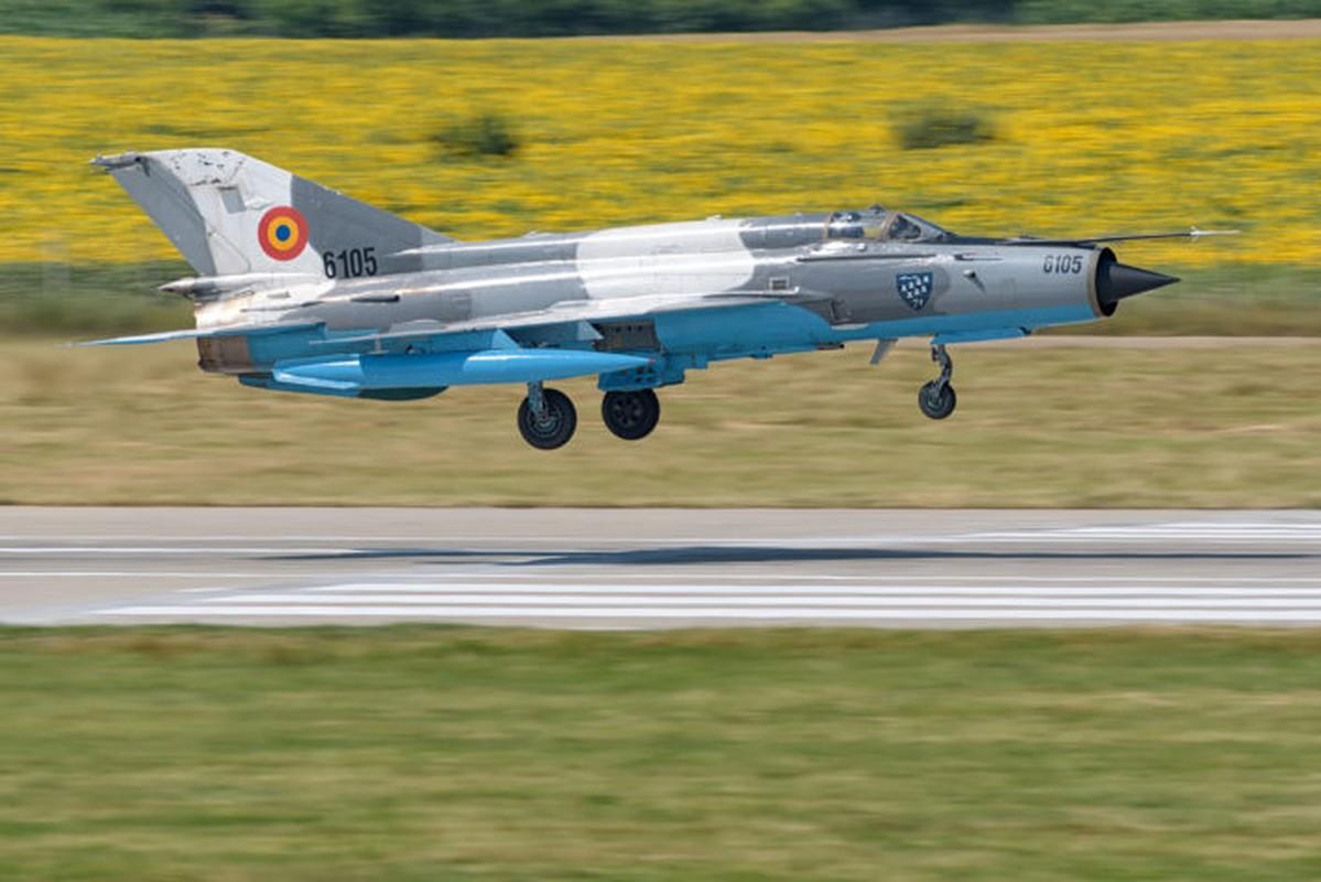 "Anh: Tiem kich MiG-21 ""song kiem hop bich"" cung F-15C My-Hinh-6"