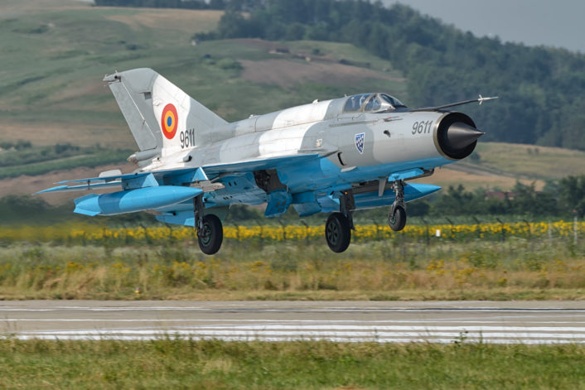 "Anh: Tiem kich MiG-21 ""song kiem hop bich"" cung F-15C My-Hinh-8"