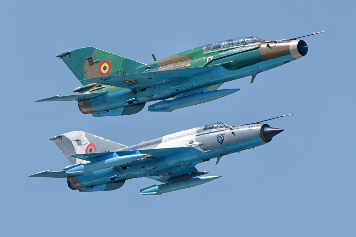 """Anh: Tiem kich MiG-21 """"song kiem hop bich"""" cung F-15C My"""