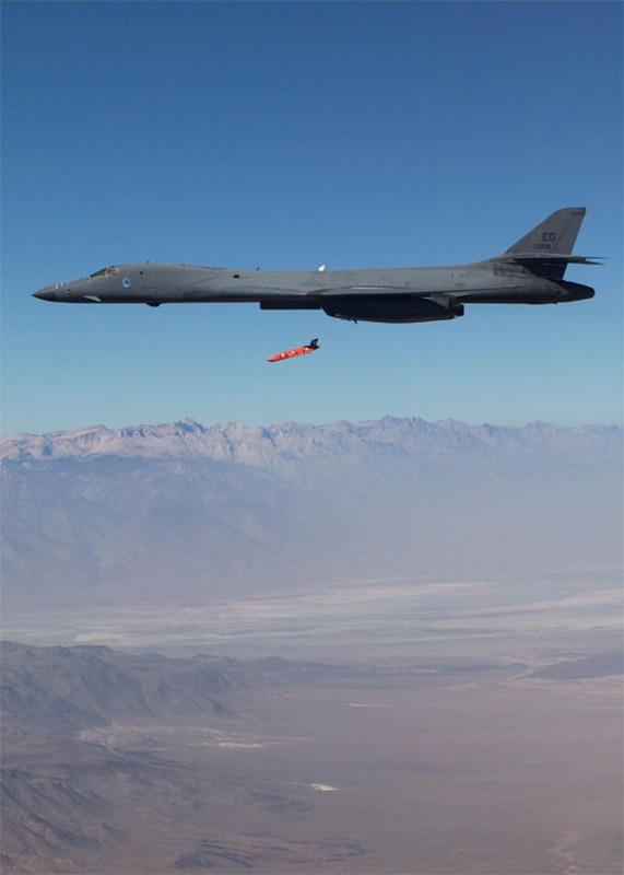 Suc manh khung khiep may bay nem bom B-1B My-Hinh-17