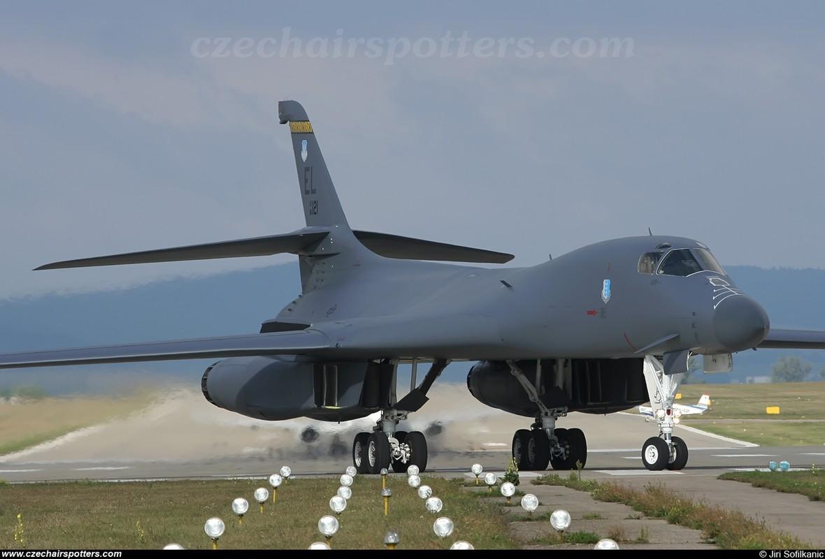 Suc manh khung khiep may bay nem bom B-1B My-Hinh-4