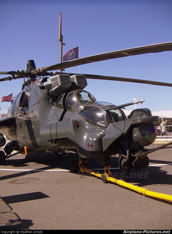 "Khiep dam hinh dang ""xe tang bay"" Mi-24 cua…Nam Phi-Hinh-5"