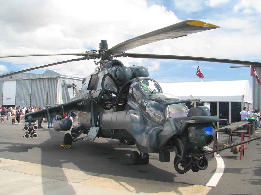 "Khiep dam hinh dang ""xe tang bay"" Mi-24 cua…Nam Phi-Hinh-7"