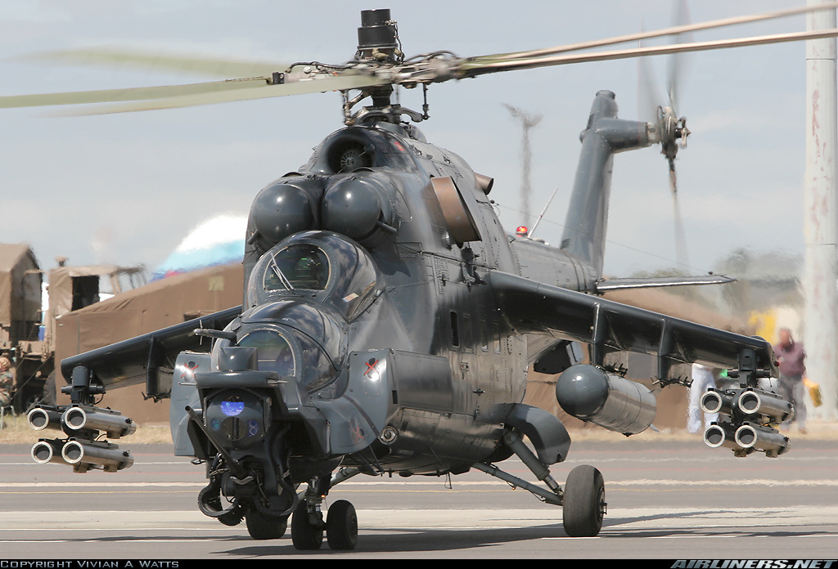 "Khiep dam hinh dang ""xe tang bay"" Mi-24 cua…Nam Phi-Hinh-9"