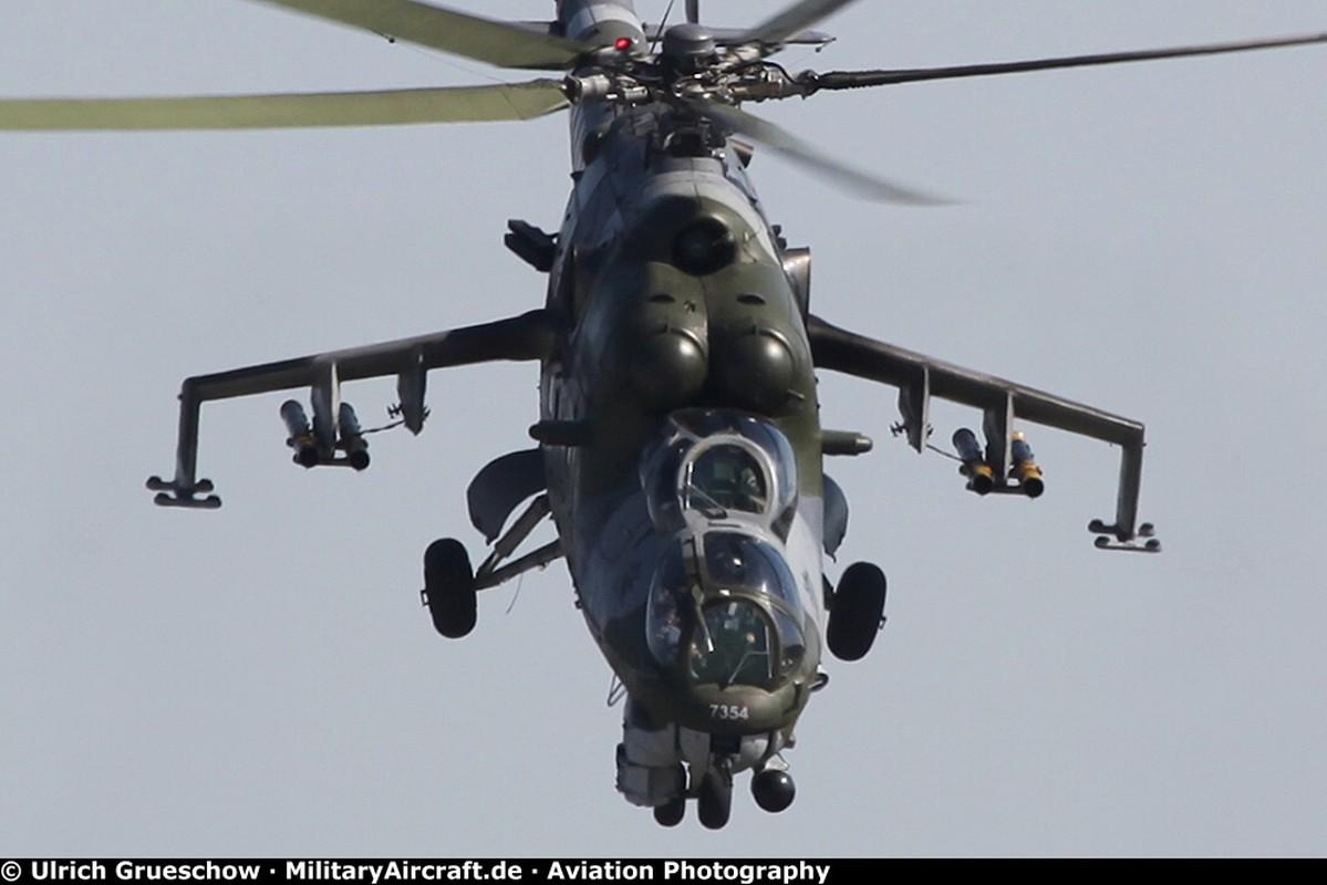 """Khiep dam hinh dang """"xe tang bay"""" Mi-24 cua…Nam Phi"""
