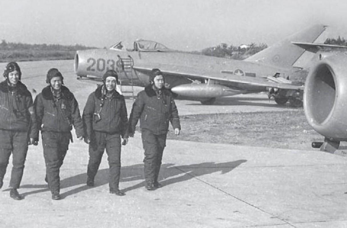 "Bat ngo: Tiem kich MiG-17 Viet Nam hoa ra co ""mat than""-Hinh-2"
