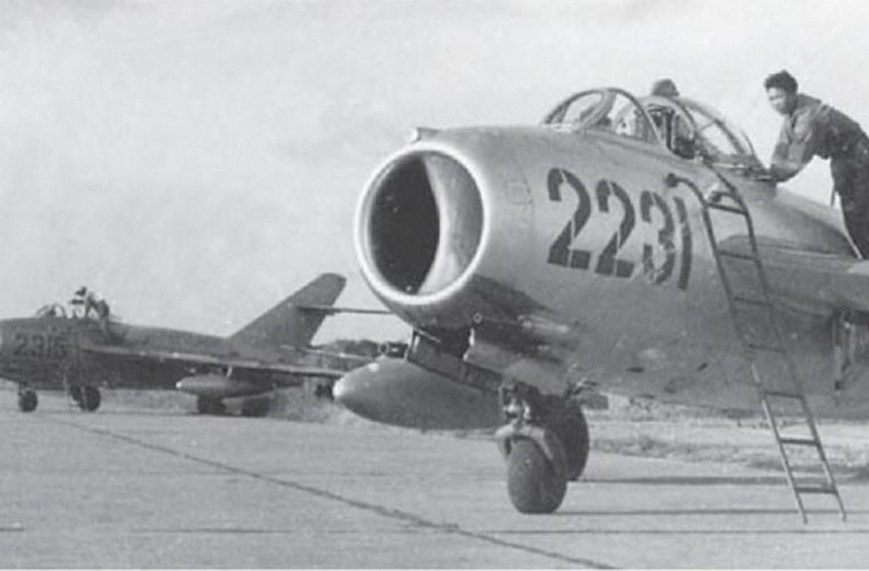 "Bat ngo: Tiem kich MiG-17 Viet Nam hoa ra co ""mat than""-Hinh-3"