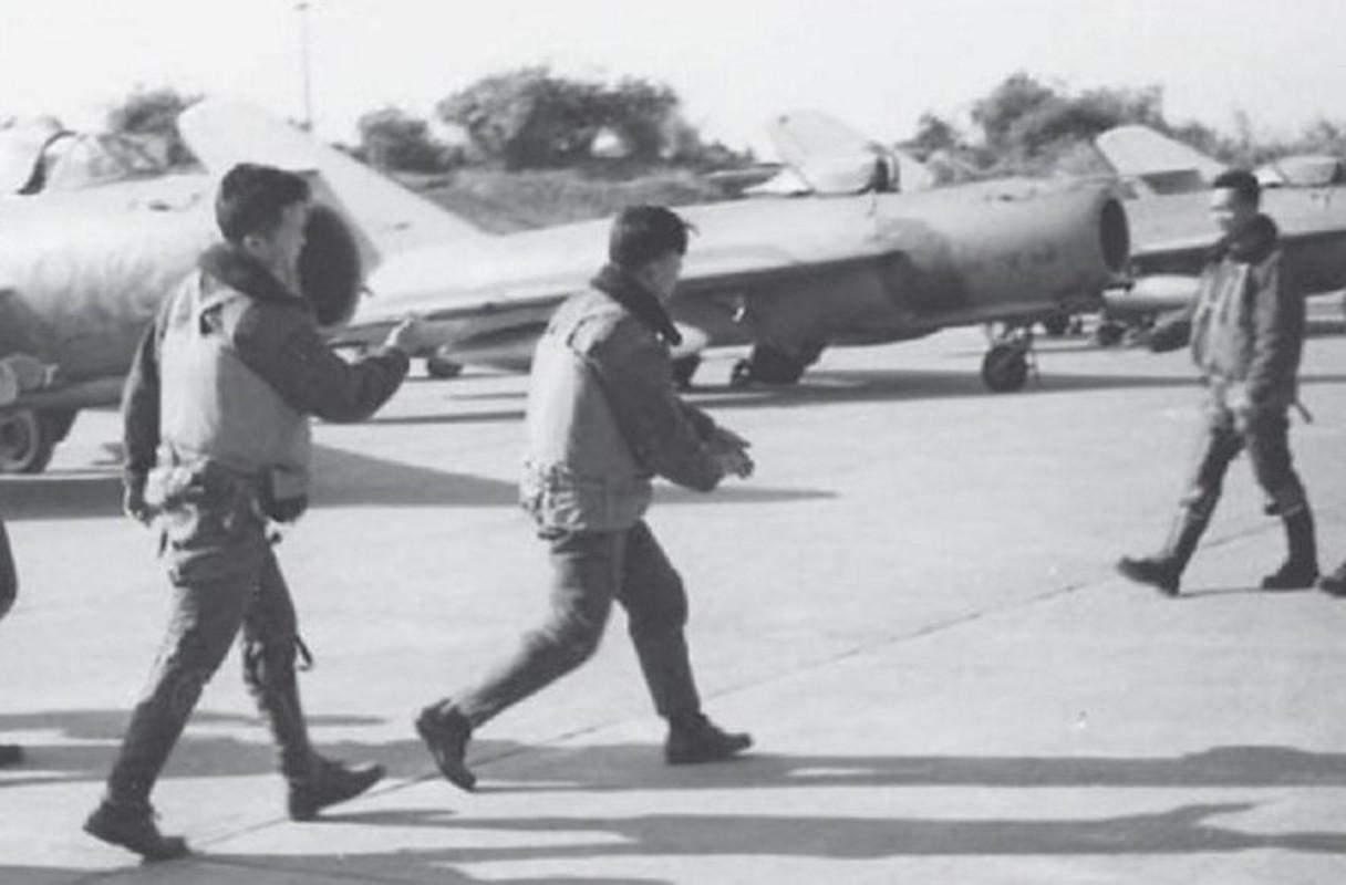 "Bat ngo: Tiem kich MiG-17 Viet Nam hoa ra co ""mat than""-Hinh-8"