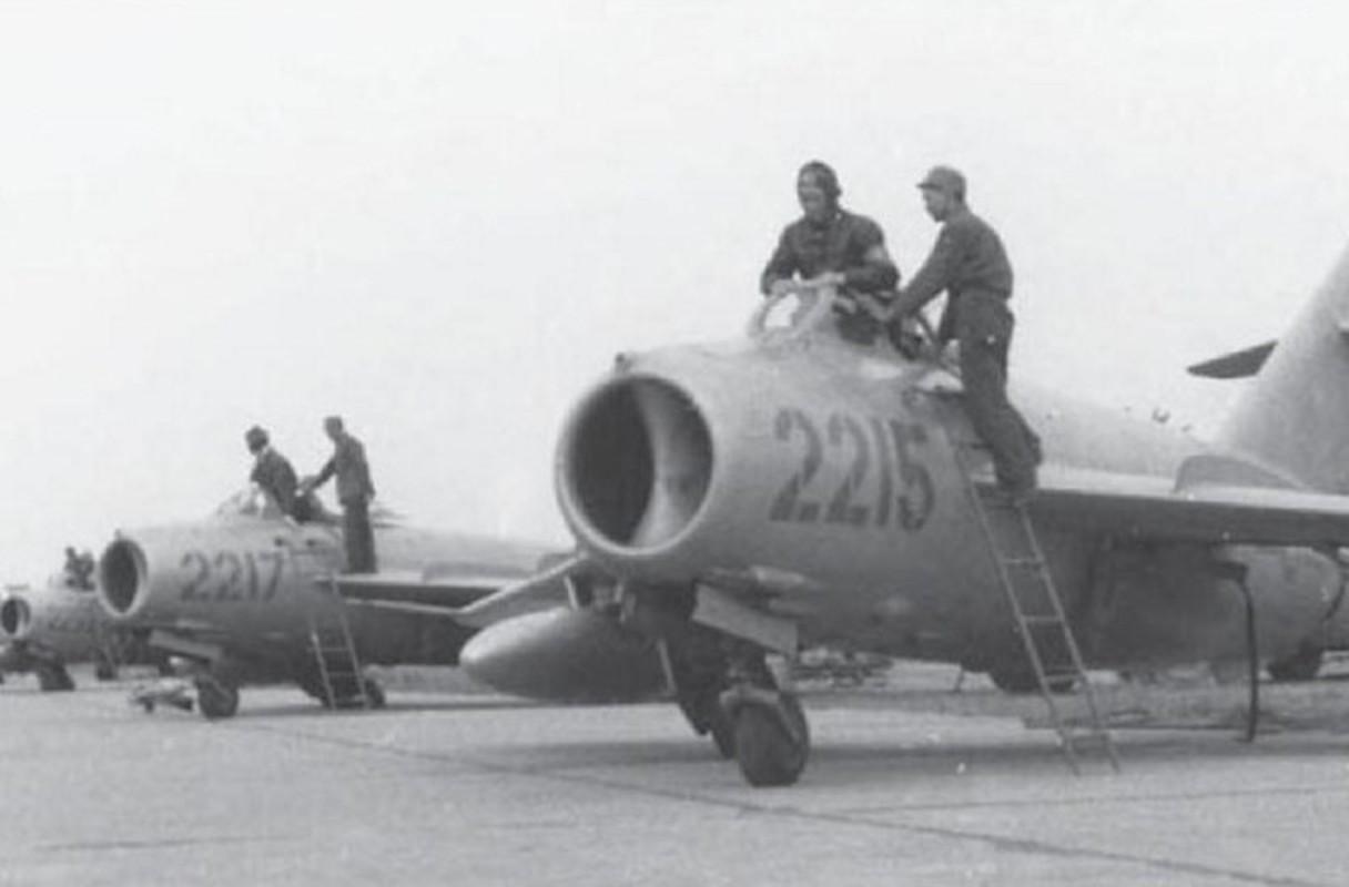 """Bat ngo: Tiem kich MiG-17 Viet Nam hoa ra co """"mat than"""""""