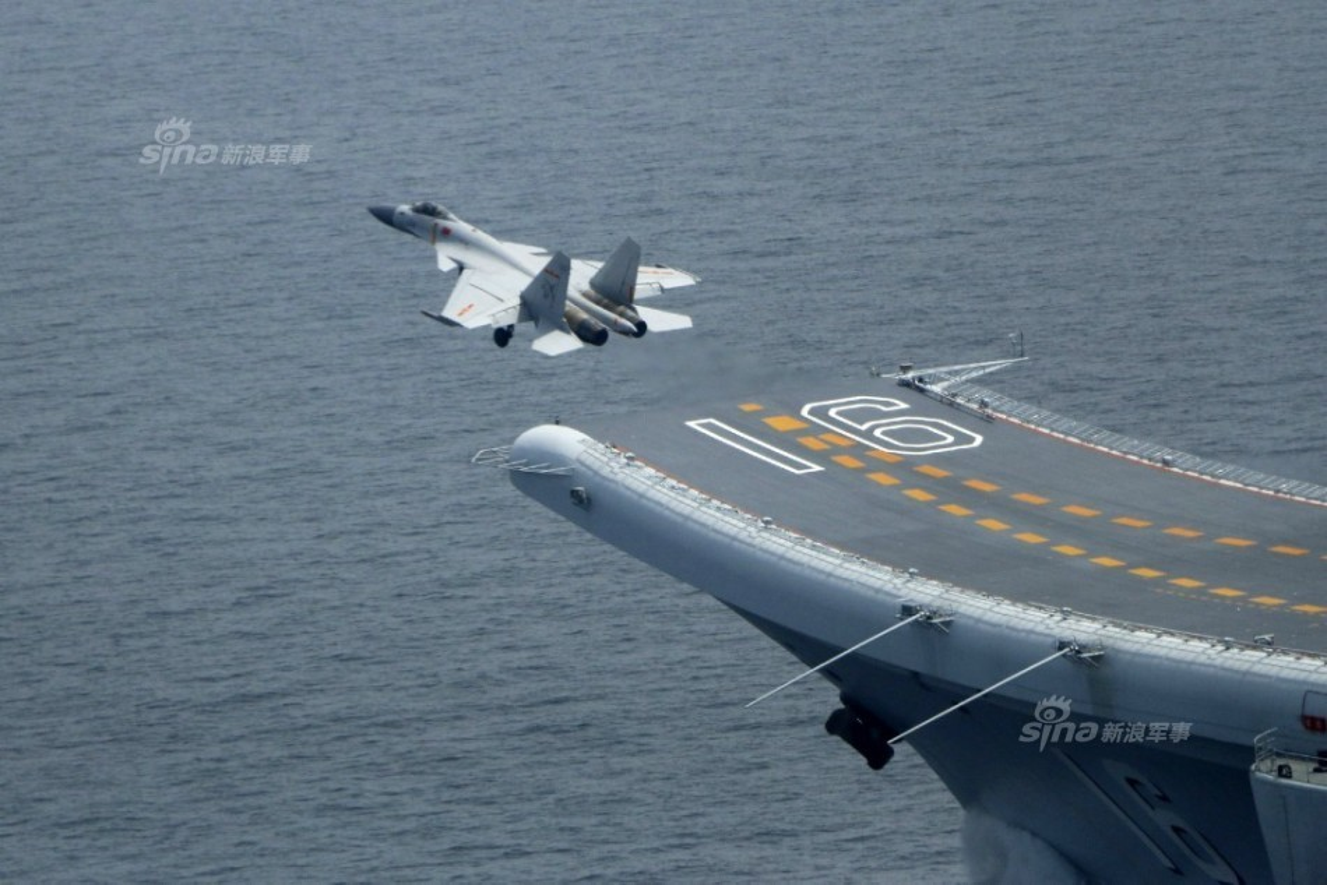 Anh: Tiem kich J-15 Trung Quoc bay tro lai sau tai nan-Hinh-5
