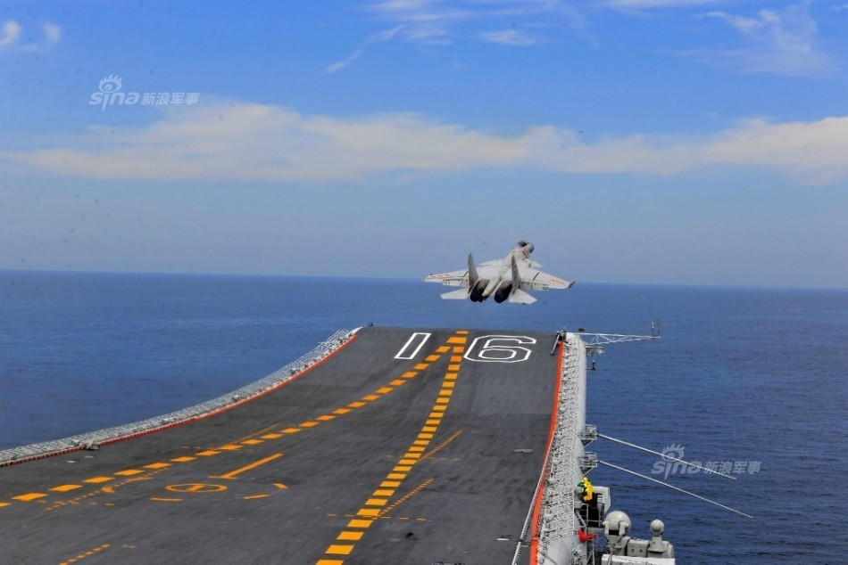 Anh: Tiem kich J-15 Trung Quoc bay tro lai sau tai nan-Hinh-9