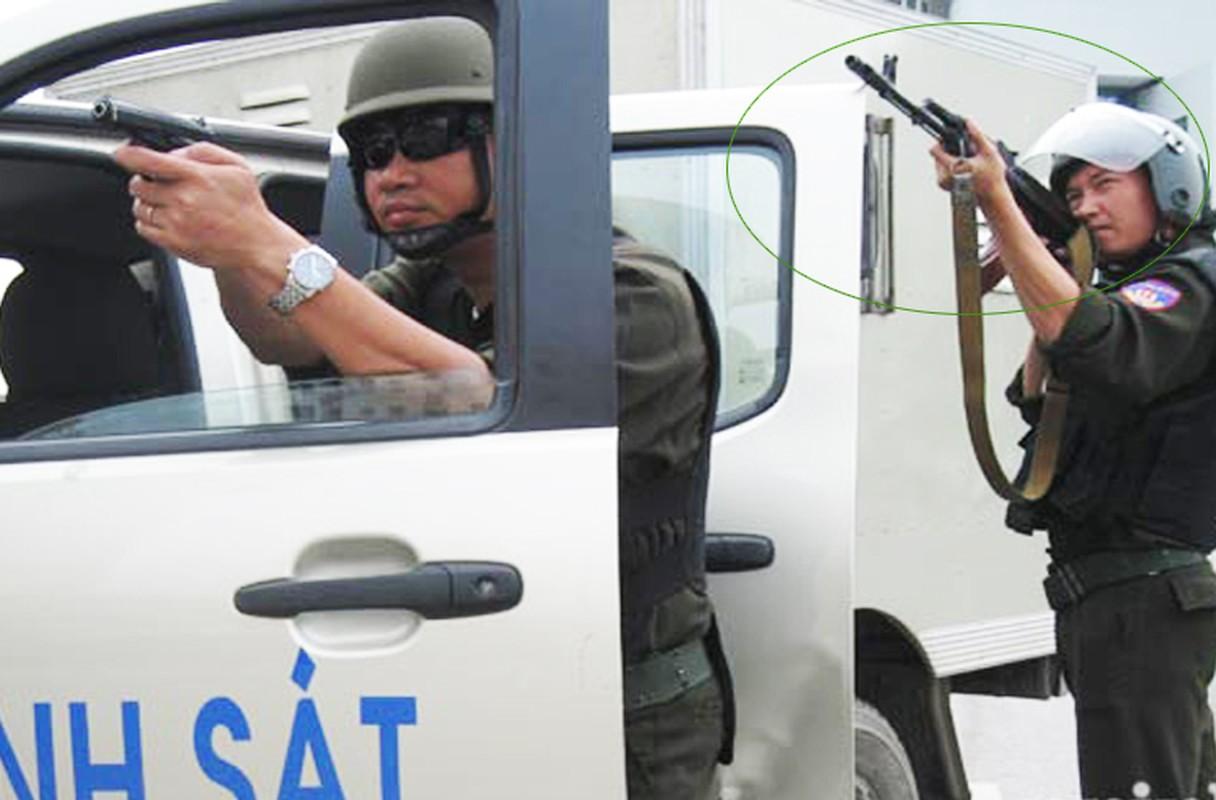 Bat ngo kho sung cua Canh sat Co dong Viet Nam (5)-Hinh-2