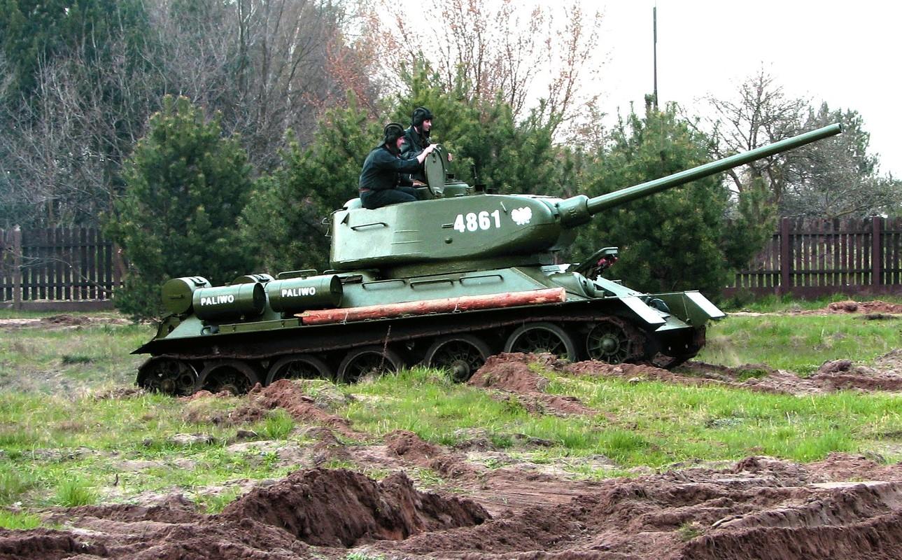 """Kinh ngac: """"Bo lao"""" T-34-85 van tham chien o Syria-Hinh-10"""