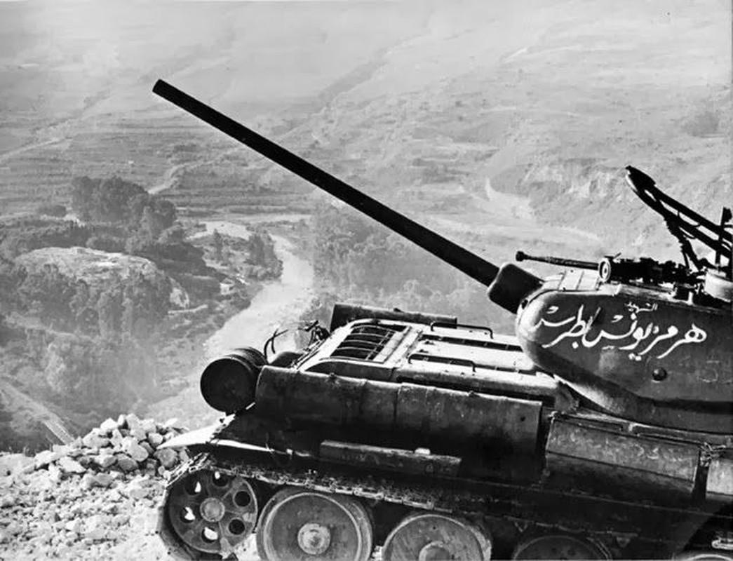 """Kinh ngac: """"Bo lao"""" T-34-85 van tham chien o Syria-Hinh-3"""