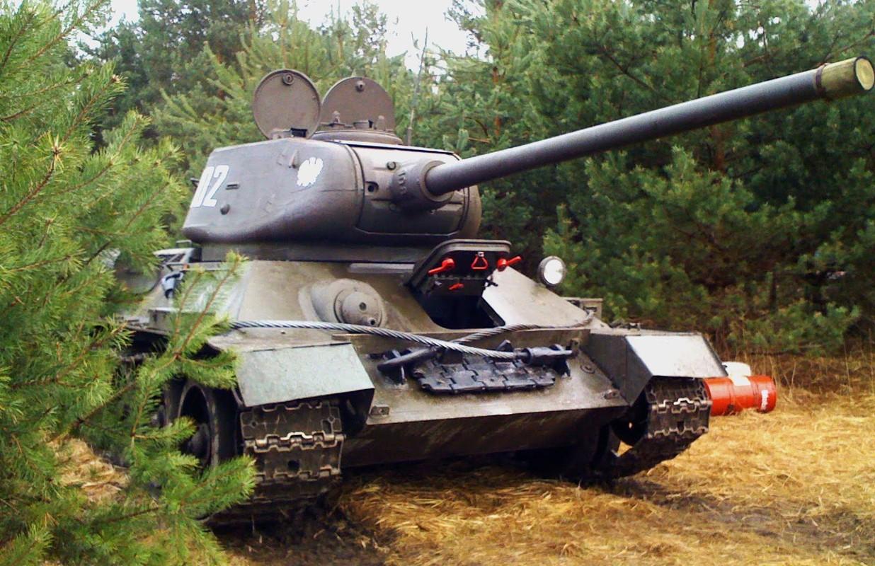 """Kinh ngac: """"Bo lao"""" T-34-85 van tham chien o Syria-Hinh-9"""