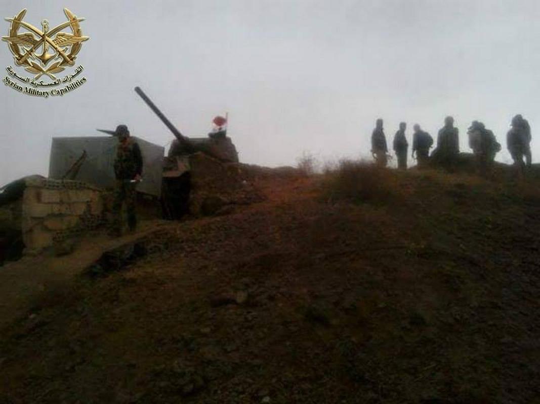 "Kinh ngac: ""Bo lao"" T-34-85 van tham chien o Syria"