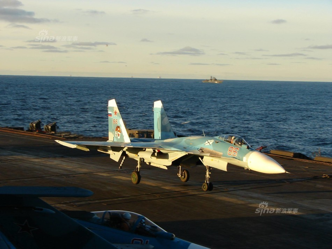 Tiem kich ham Su-33 xuat kich ram ro, NATO cang thang-Hinh-10