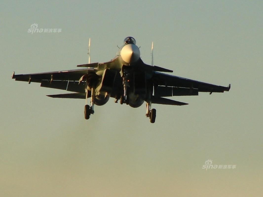 Tiem kich ham Su-33 xuat kich ram ro, NATO cang thang-Hinh-12