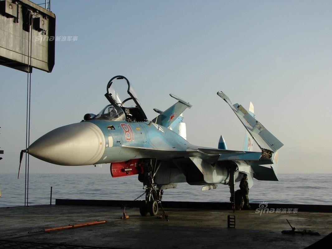 Tiem kich ham Su-33 xuat kich ram ro, NATO cang thang-Hinh-15