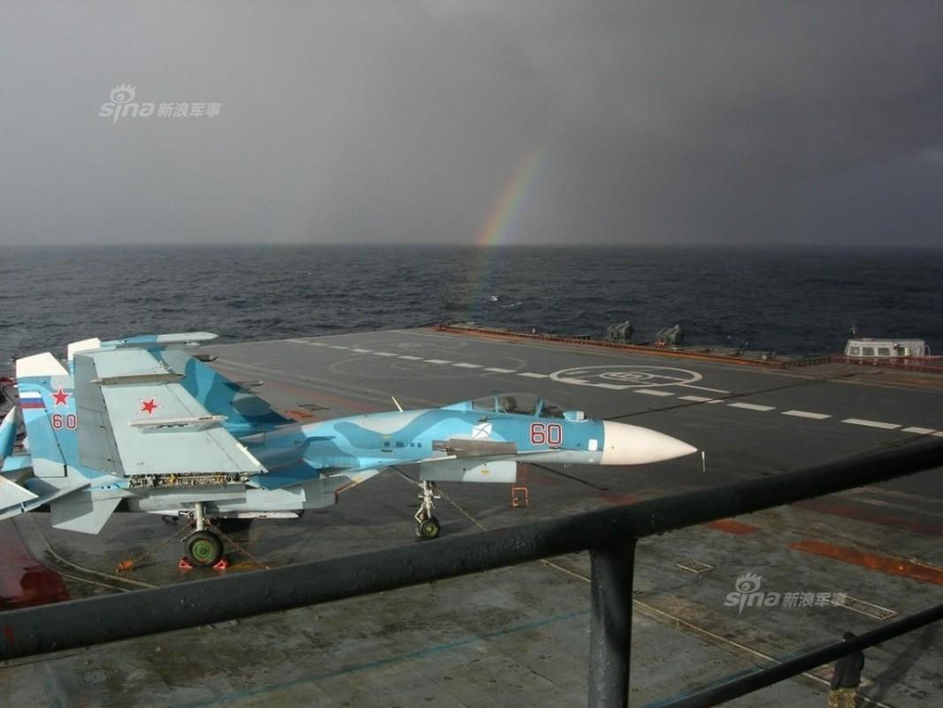 Tiem kich ham Su-33 xuat kich ram ro, NATO cang thang-Hinh-2
