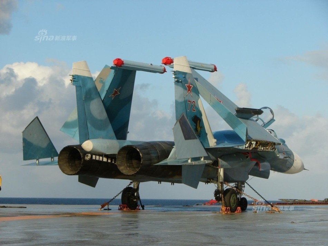 Tiem kich ham Su-33 xuat kich ram ro, NATO cang thang-Hinh-3