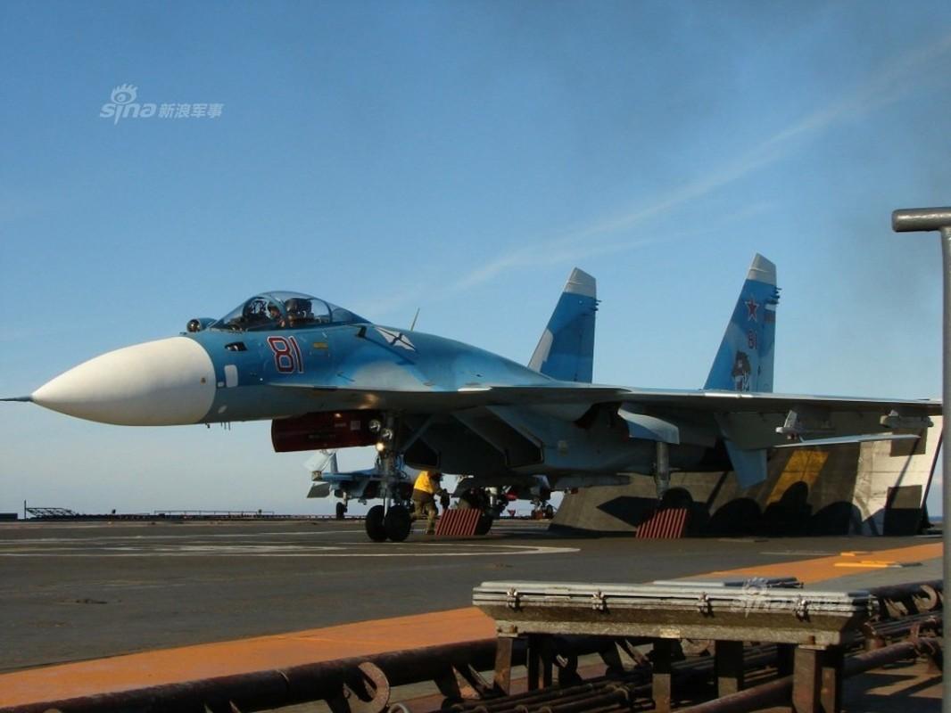 Tiem kich ham Su-33 xuat kich ram ro, NATO cang thang-Hinh-4