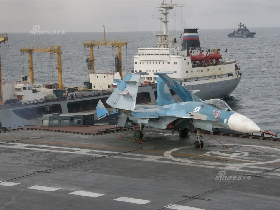 Tiem kich ham Su-33 xuat kich ram ro, NATO cang thang-Hinh-6