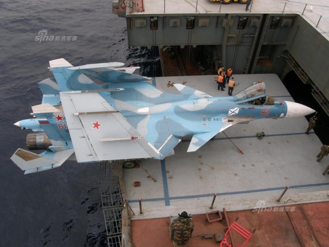 Tiem kich ham Su-33 xuat kich ram ro, NATO cang thang-Hinh-7
