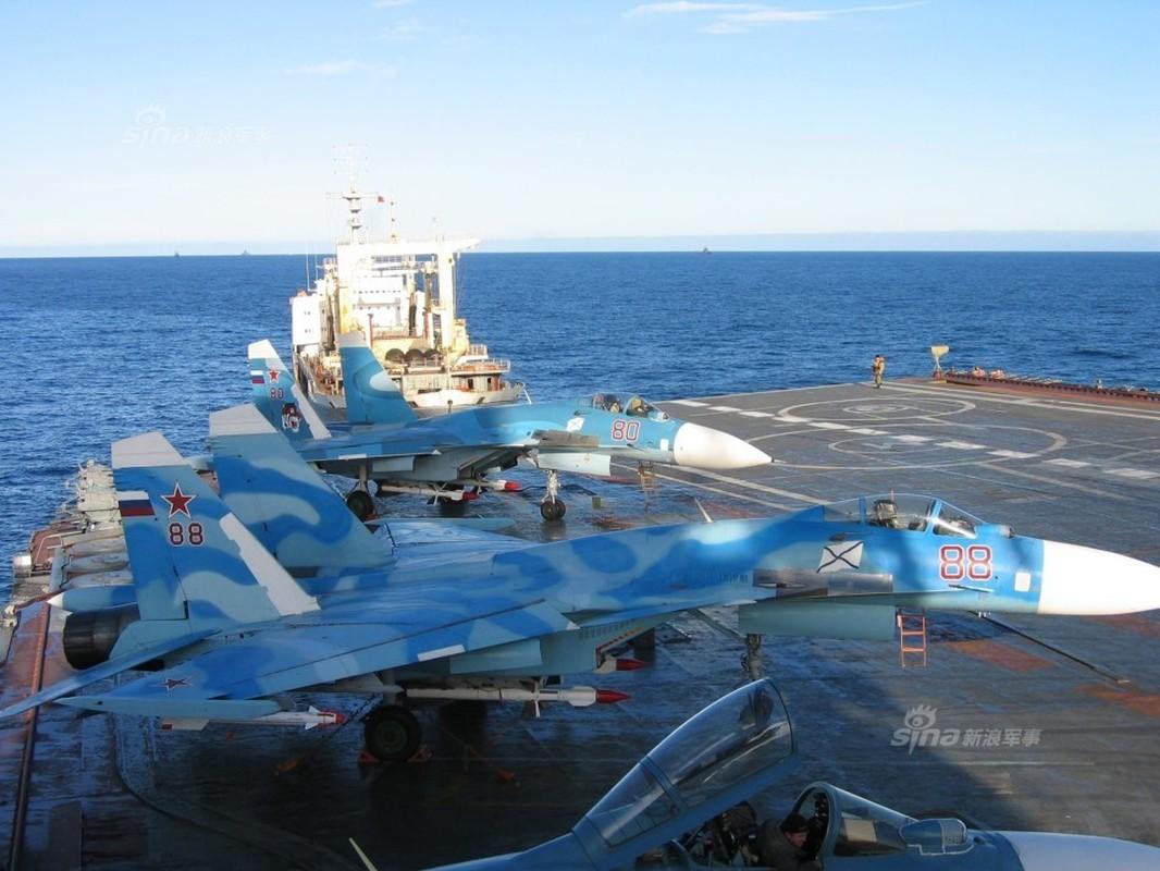 Tiem kich ham Su-33 xuat kich ram ro, NATO cang thang-Hinh-8