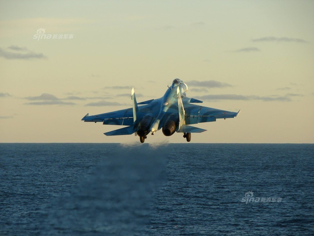 Tiem kich ham Su-33 xuat kich ram ro, NATO cang thang-Hinh-9