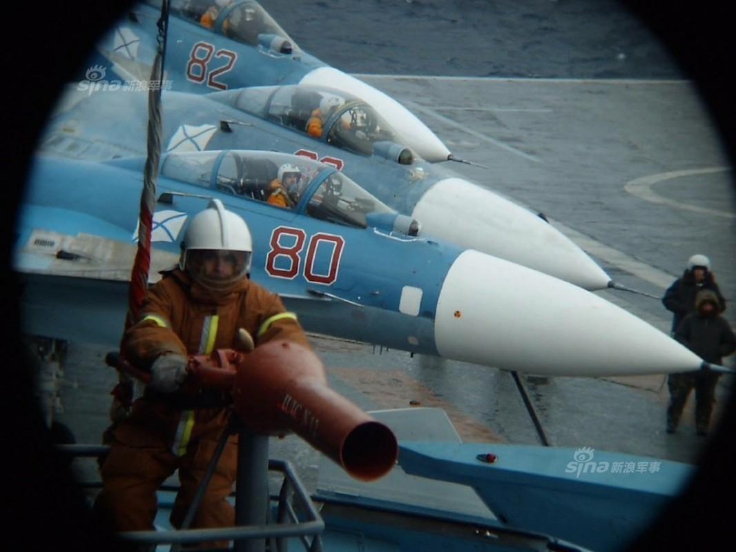 Tiem kich ham Su-33 xuat kich ram ro, NATO cang thang