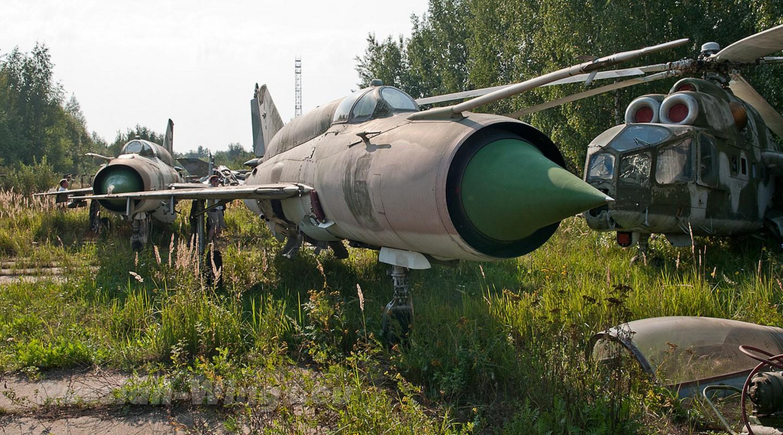 Rung ron noi chon vui xac hang loat tiem kich MiG gan Moscow-Hinh-6