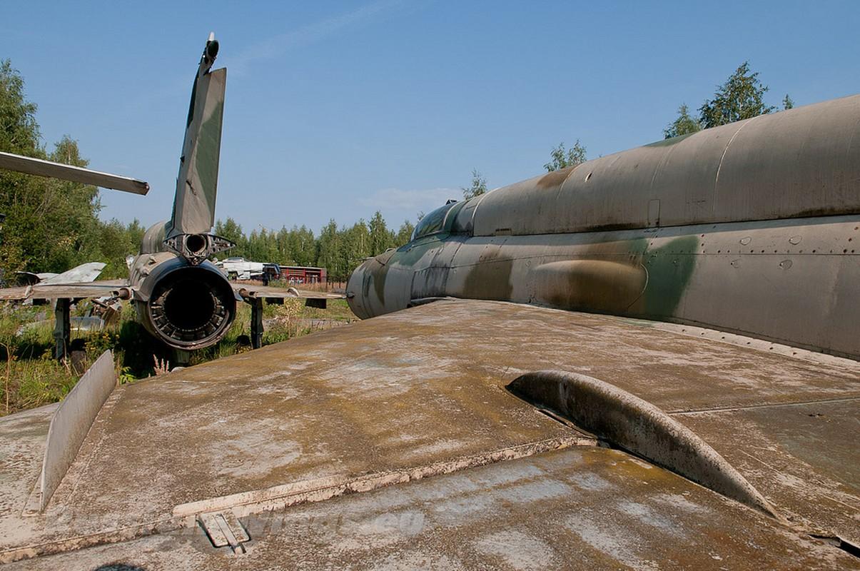 Rung ron noi chon vui xac hang loat tiem kich MiG gan Moscow-Hinh-7