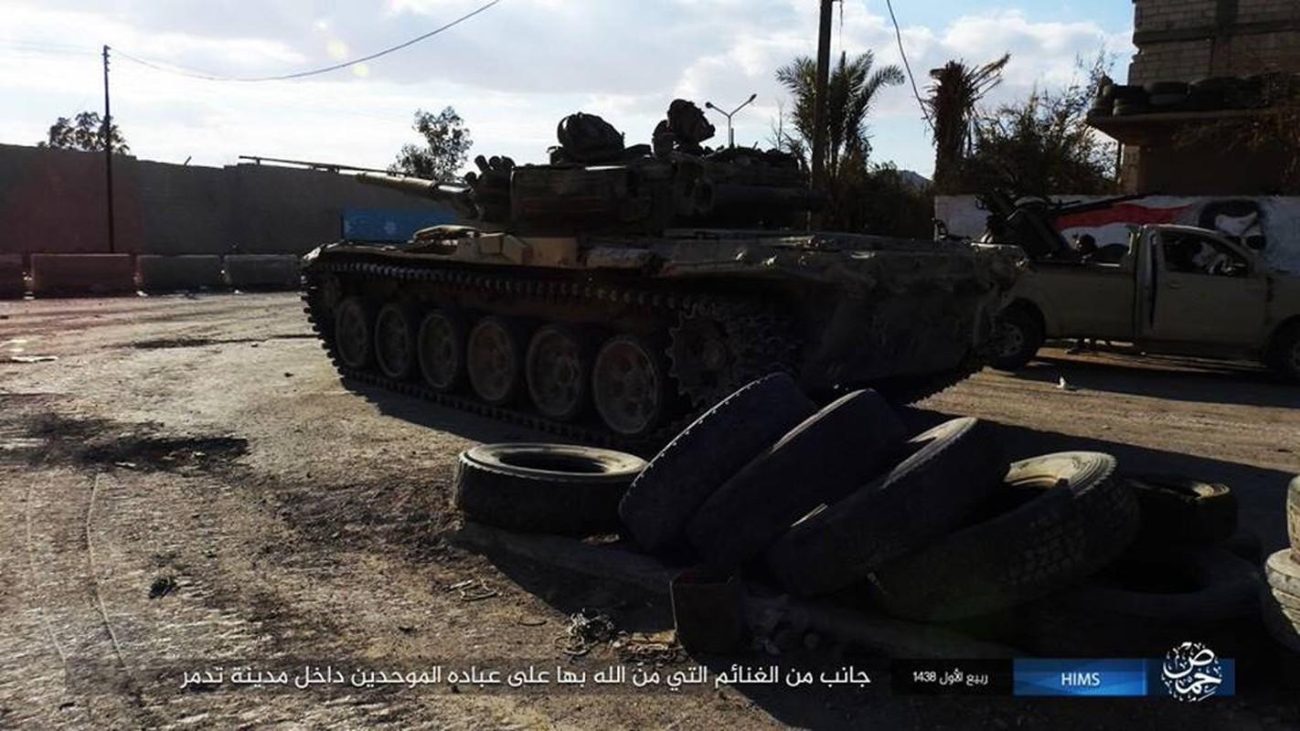 Xot xa loat vu khi Quan doi Syria vut lai Palmyra-Hinh-3