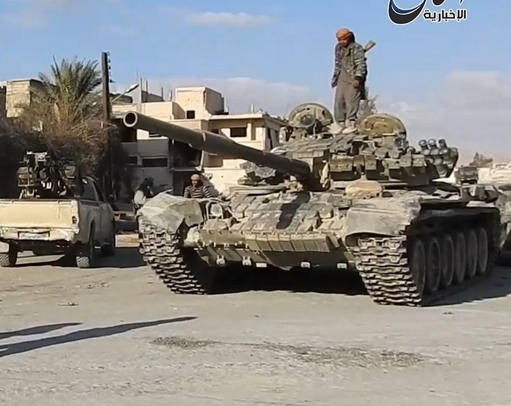 Xot xa loat vu khi Quan doi Syria vut lai Palmyra-Hinh-4