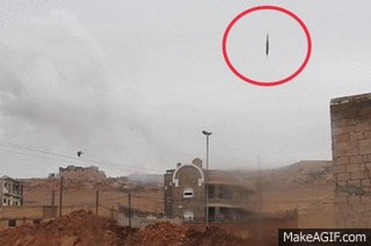 The tham quan doi TNK vut xe tang thao chay o Syria-Hinh-11