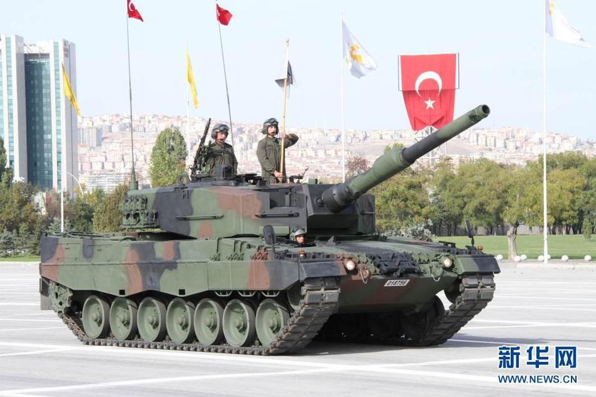 The tham quan doi TNK vut xe tang thao chay o Syria-Hinh-12