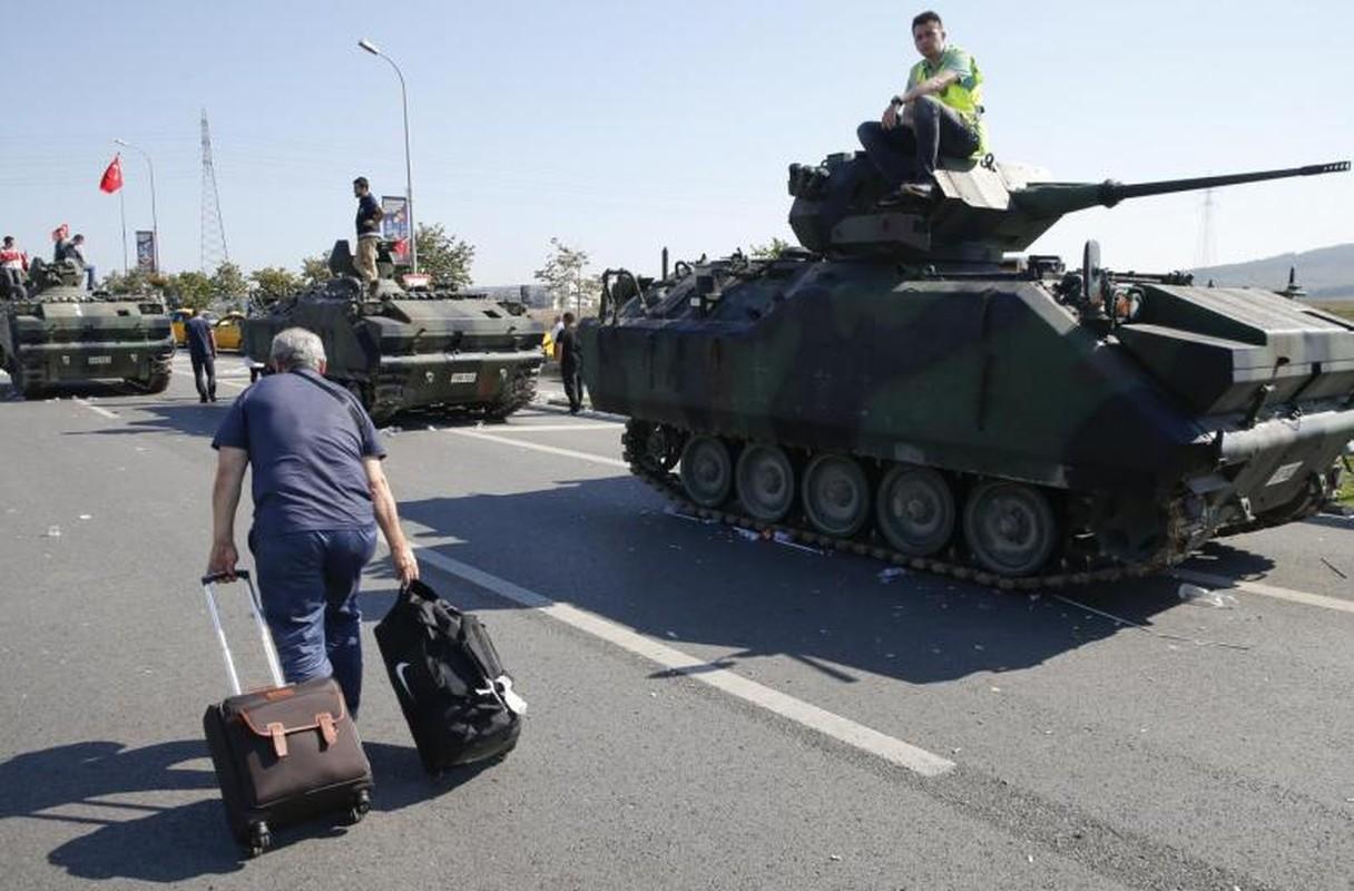 The tham quan doi TNK vut xe tang thao chay o Syria-Hinh-13