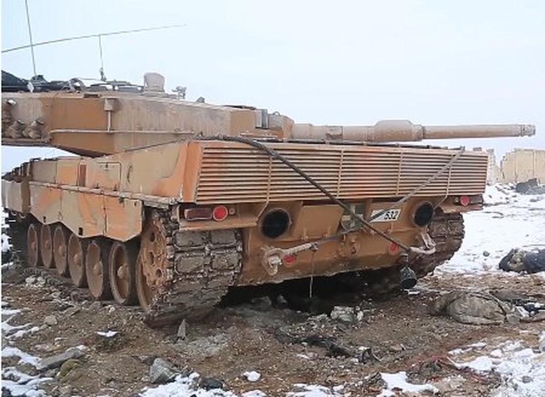 The tham quan doi TNK vut xe tang thao chay o Syria-Hinh-3