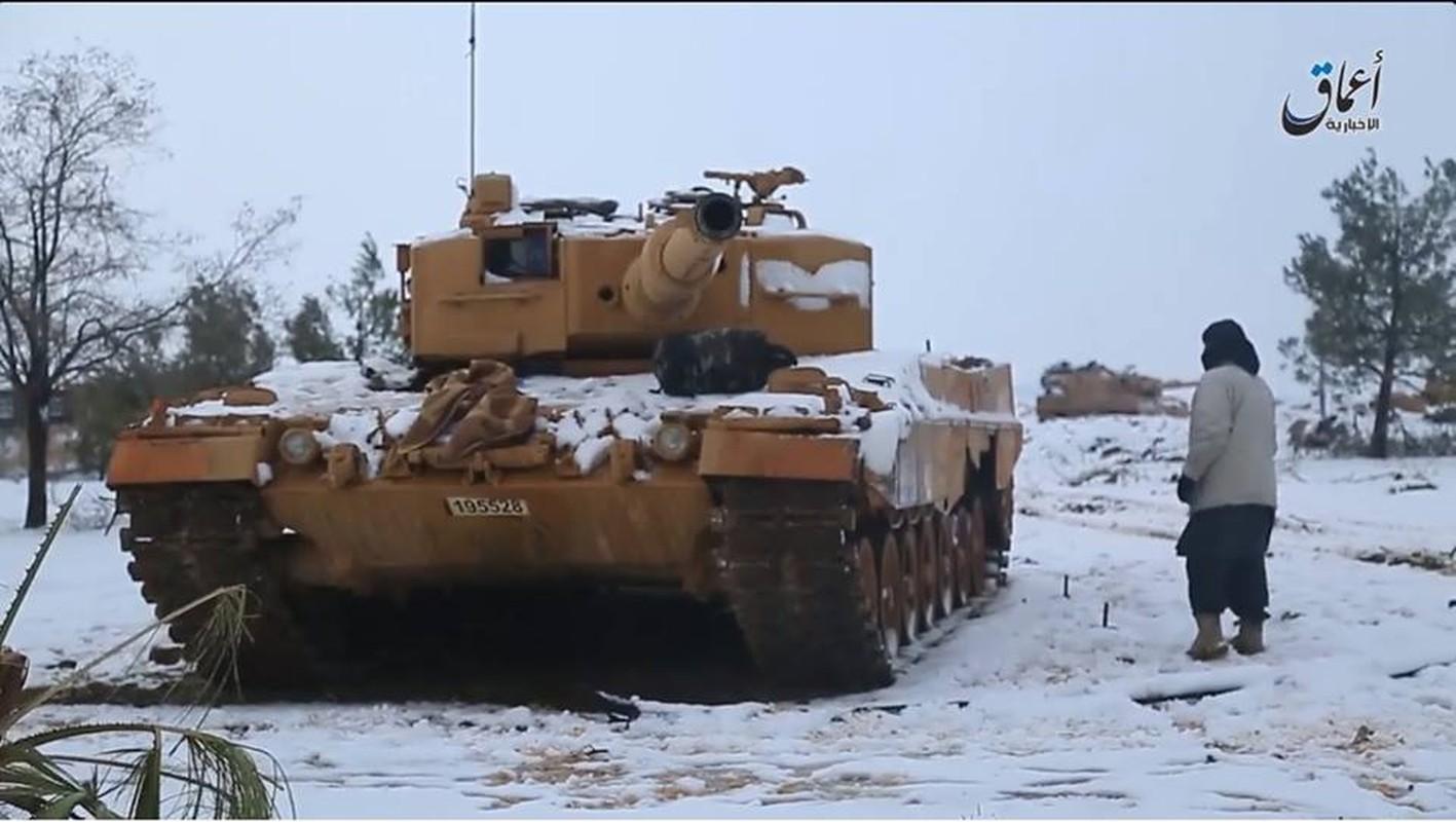 The tham quan doi TNK vut xe tang thao chay o Syria