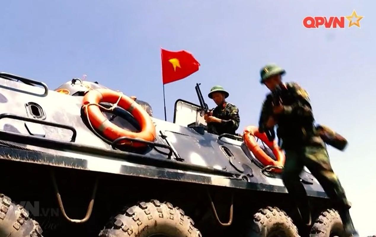 "Viet Nam bat dau nang cap ""taxi chien truong"" BTR-60PB-Hinh-8"