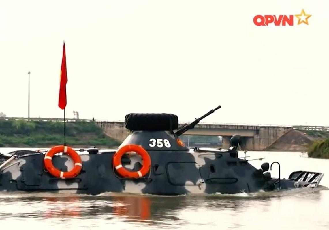 "Viet Nam bat dau nang cap ""taxi chien truong"" BTR-60PB-Hinh-9"