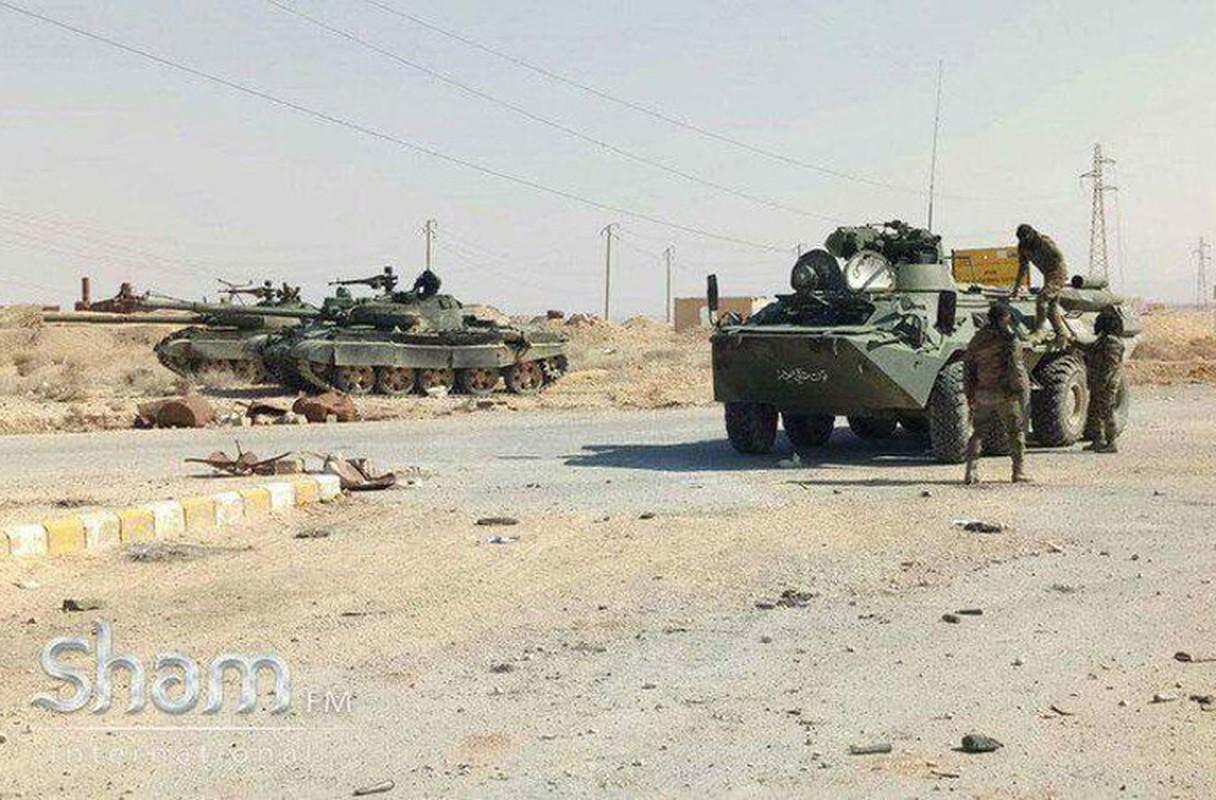 Bang chung Quan doi Syria dac biet coi trong tang T-62M-Hinh-4