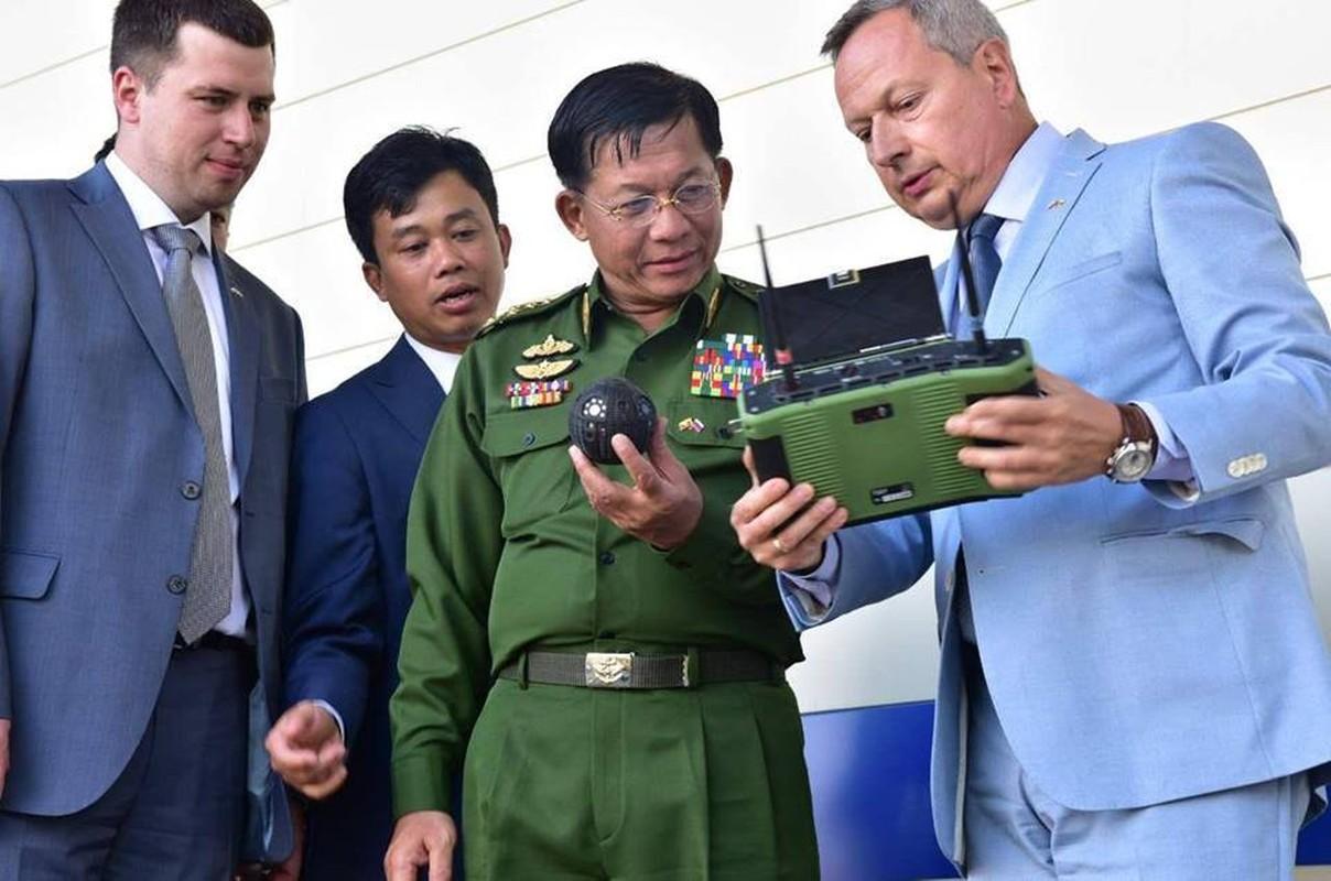 Lo quoc gia DNA dau tien muon mua robot chien dau Nga-Hinh-2