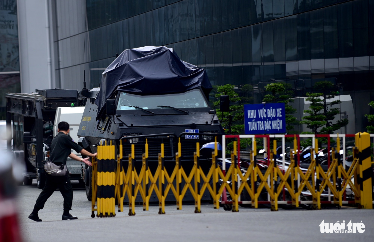 Trien khai xe thiet giap bao ve Tan Son Nhat dip APEC-Hinh-2