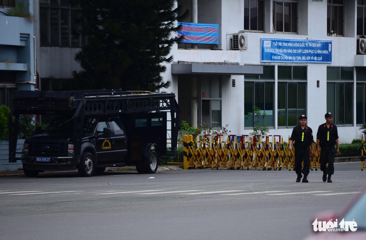 Trien khai xe thiet giap bao ve Tan Son Nhat dip APEC-Hinh-3