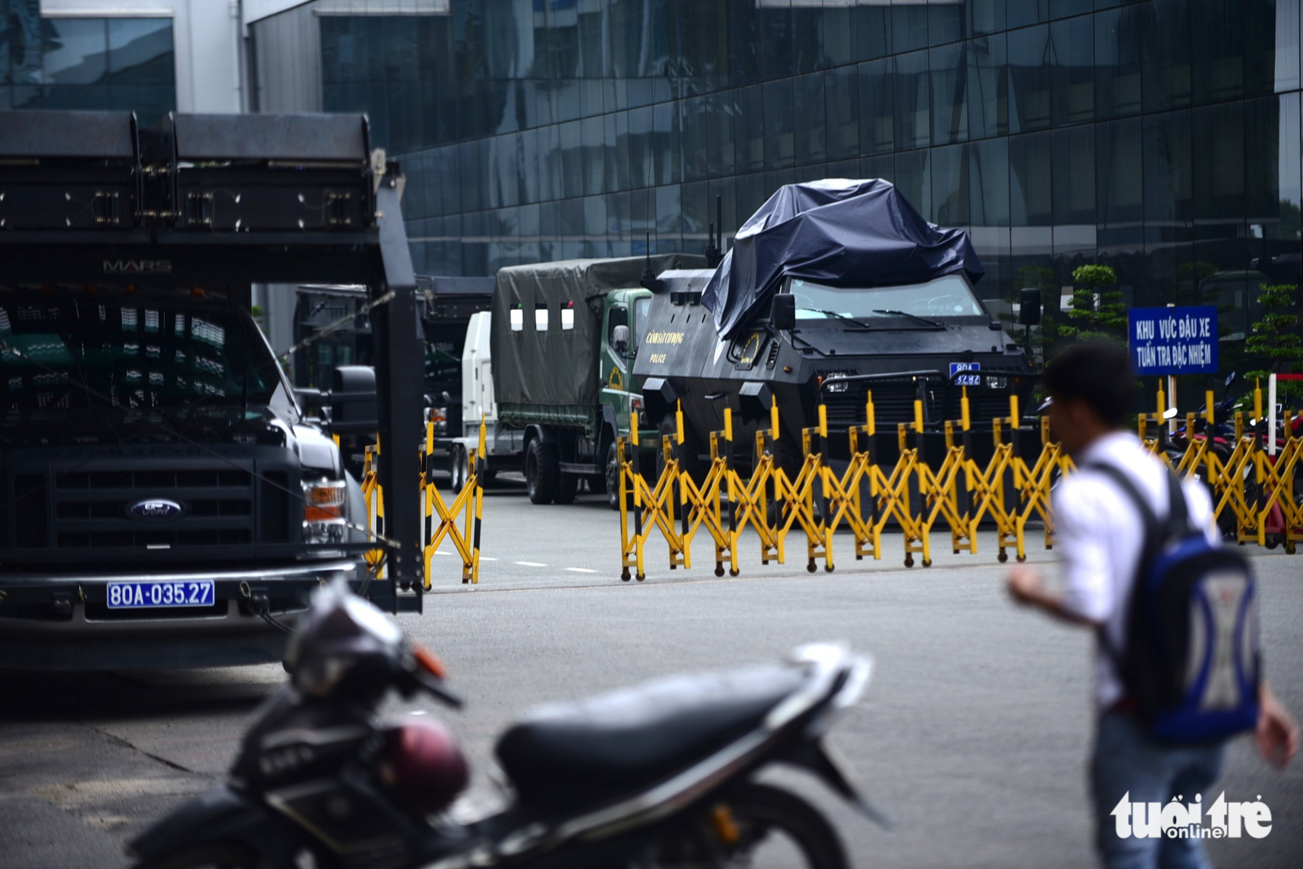 Trien khai xe thiet giap bao ve Tan Son Nhat dip APEC-Hinh-4